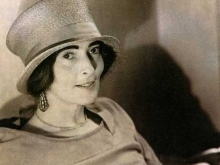 Mina Loy in top hat c. 1920