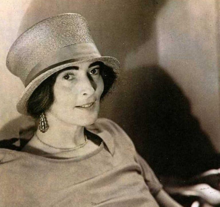 Mina Loy in top hat c. 1920